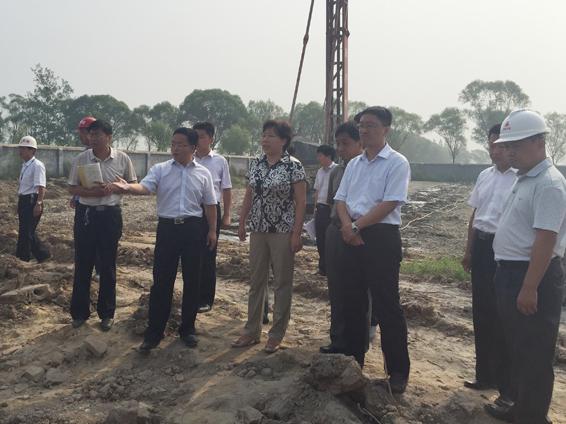 县长赵丽玲现场调研黄河滩区居民迁安置区建设图片